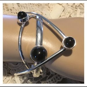Jewelry - Neat Abstract Design Silver Black Bead Cuff